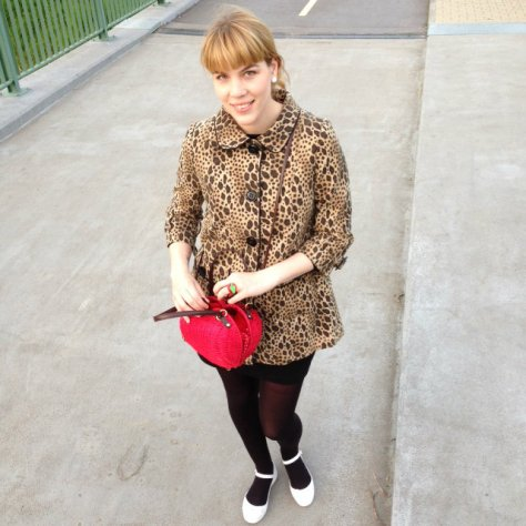 ollie and nic bag, apple saped bag, mel shoes, retro outfit