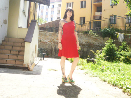 red dress green shoes