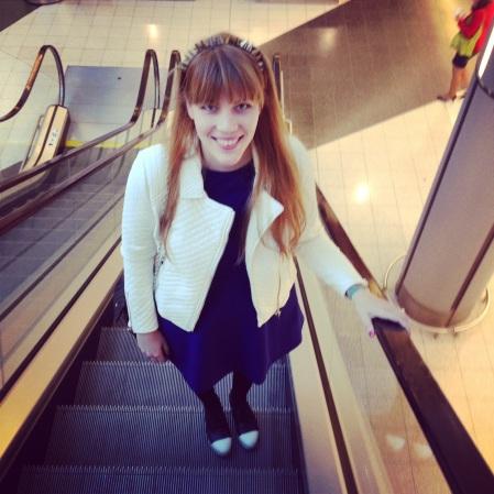 zara woman blue dress, zara white leather jacket