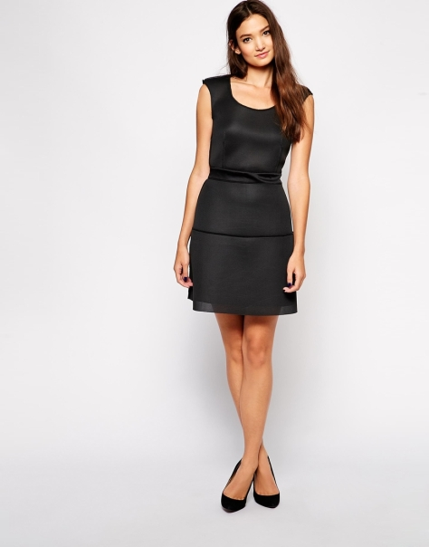 sisley structured dress in mesh fabric